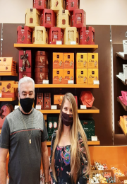 Presidente da ACC prestigia reinauguração da Chocolates Brasil Cacau.